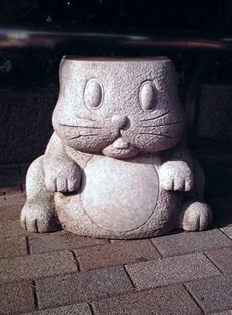 『ウサギ石椅子』撮影:J.F.Kooya