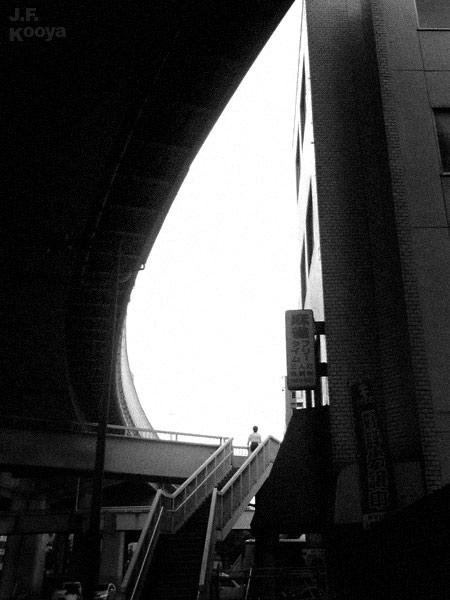 写真:高架下と歩道橋 (2010) by J.F.Kooya
